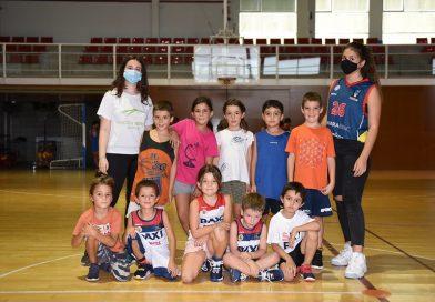 L'escola de bàsquet ja entrena